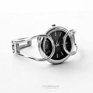 特殊鏤空細緻線條手環式腕錶