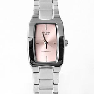 CASIO卡西歐長方錶框粉面手錶